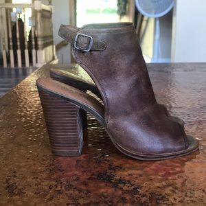 {Lucky Brand}Brown Leather Stacked Heels. Size 7.5